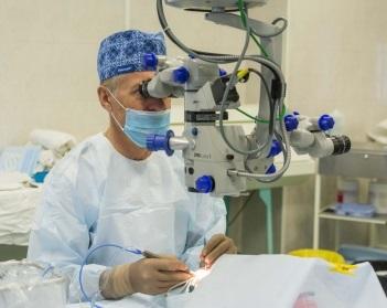 В нашей клинике операции проводятся на аппарате Constellation Vision System (США)